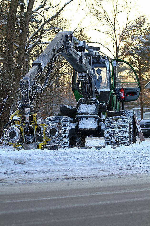 På en julmarknad i Simlångsdalen finns även skogsmaskiner att beskåda..lite grabbigt gillas från fotografen!!