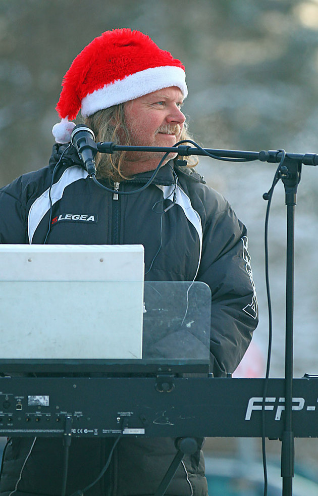 Simlångsdalens hårdrocksband lirade julmusik