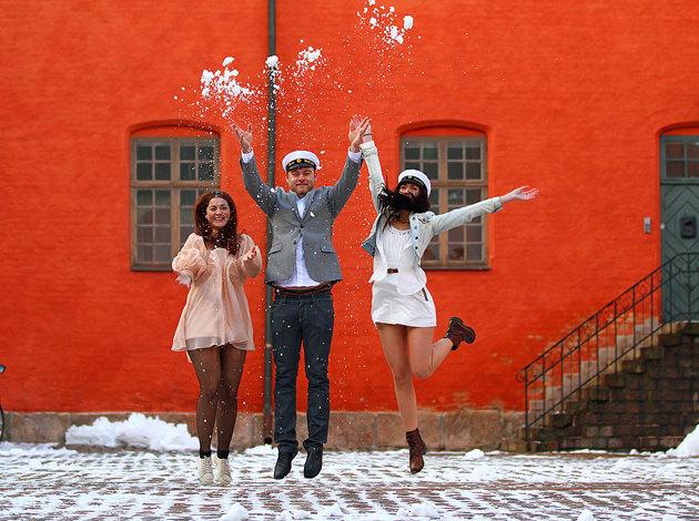 Ingen Studentaspirant behöver smita ut bakvägen längre...varför inte ta bilden under vintern...