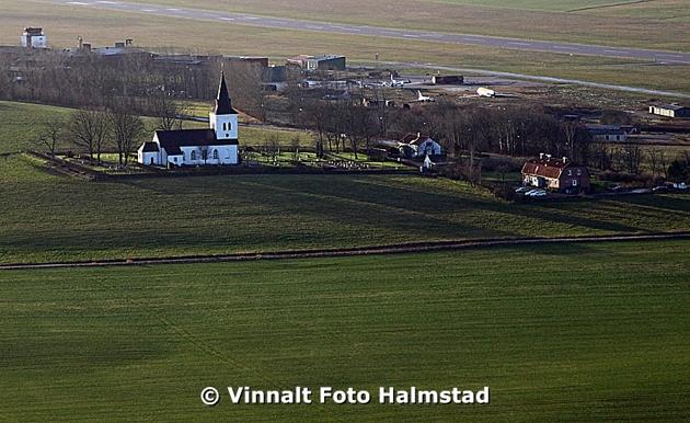 Vapnö kyrka, en bild innan vi landade.