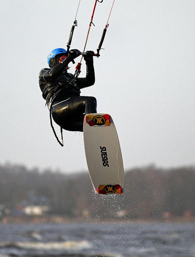 Kite Kalle in action och säljer denna typ av Kite bräda...hyvsad marknadsförings/reklam bild..