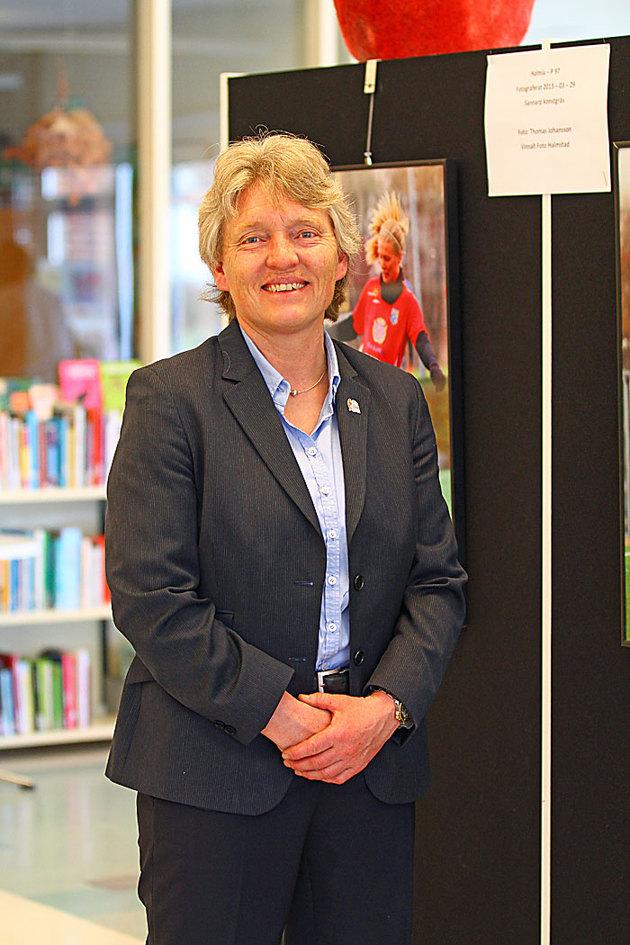 Tog en bild på Susanne vid Halmiabilderna på min utställning
