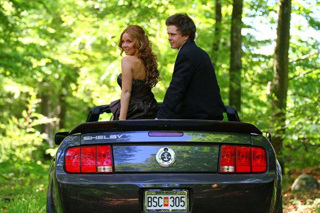 Shelby Mustang (den nya modellen) åkte detta par i. Med 460 hp under huven var jag mycket välvillig att köra paret...men deras far förmodligen lika leksen körde..så där rök den chansen!!