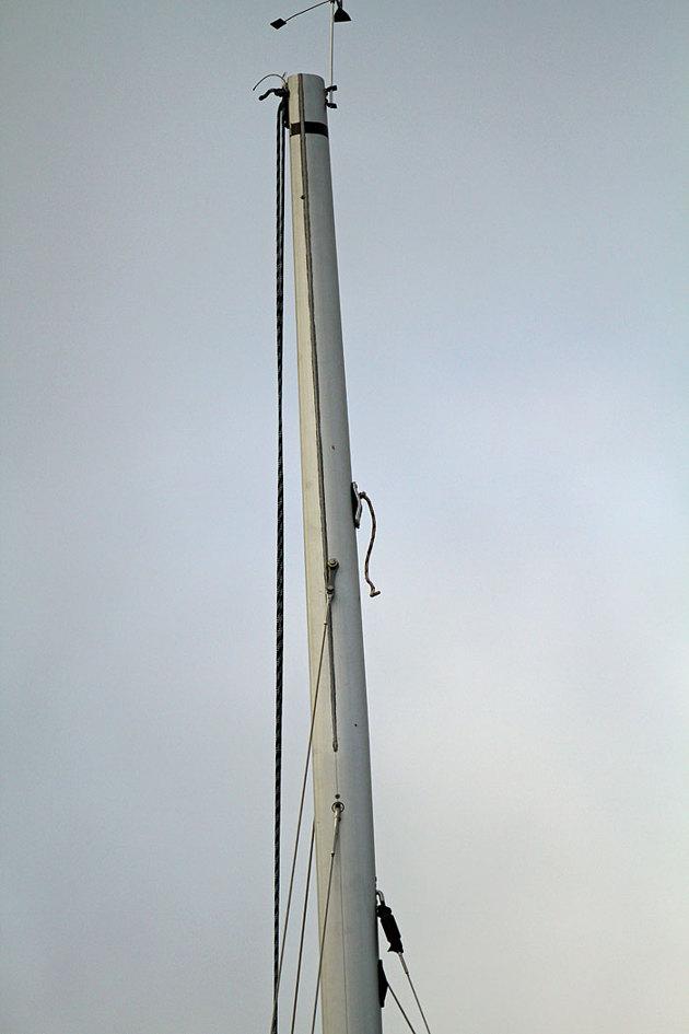 Starten fick skjutas upp en stund då en av båttarna tappat sitt spinn fall...ni som inte vet vad det är så visar jag på denna bild en liten stump som hänger i mastens framkant.