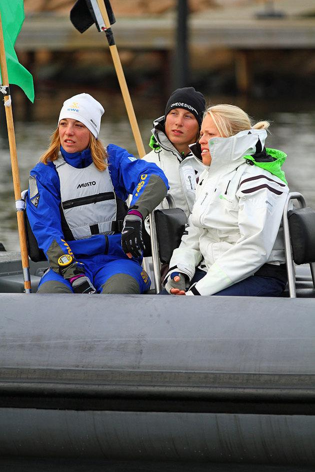 I den lätta vinden blev väntan för besättningarna lång när dom andra seglade.