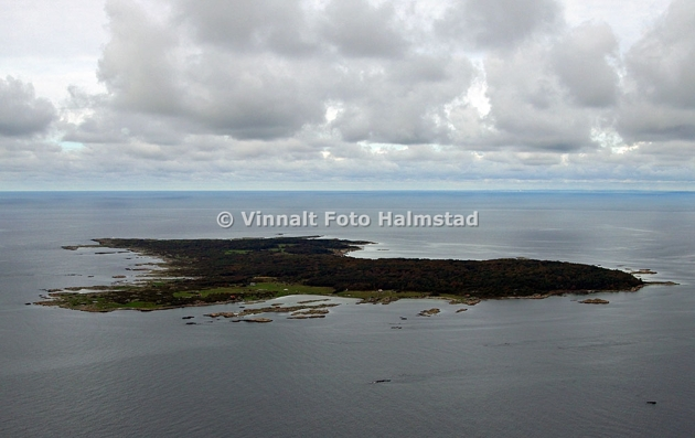 Pärlan i bukten Hallands Väderö, en plats jag oftar seglar till. Meningen med rundan var att få till lite hyvsade bilder på ön men väder/sikt var inte optimalt denna gång.