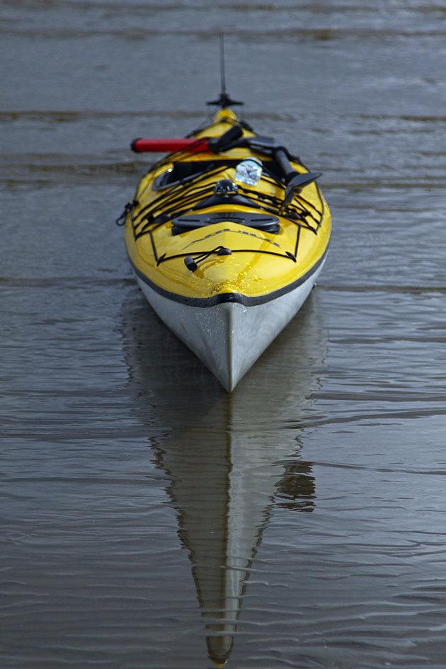 Så länge det är någorlunda isfritt lär jag harva runt med kajaken i vinter..ett sätt och lura seglings suget, man färdas ju på vattnet!!