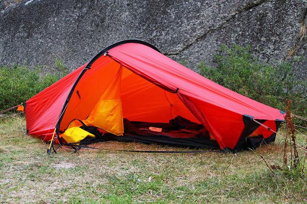 Mitt trogna Akto Hillebergs tält som jag ägt i många år och var min enda bostad vid en två månaders sväng i Australien och några år senare en tvåmånaders sväng på Nya Zeeland. i Australien fick man alltid stänga inner tälltet noga pga alla giftiga spindlar och ormar.