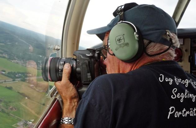 Vi lägger oss i en lätt sväng vid plåtningen men var med på tvära svängar när man flygfotograferar...