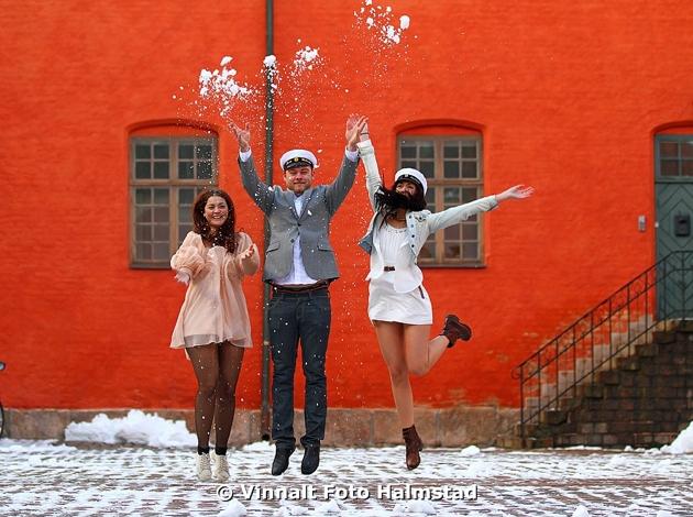 Oftast plåtar man student vid en sommaräng...men vadå, rätt OK med lite snö!!