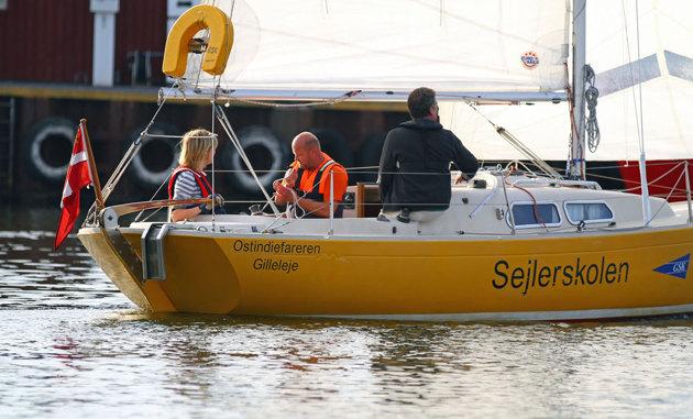 Förståndig seglarskola...helt rätt båttyp!!