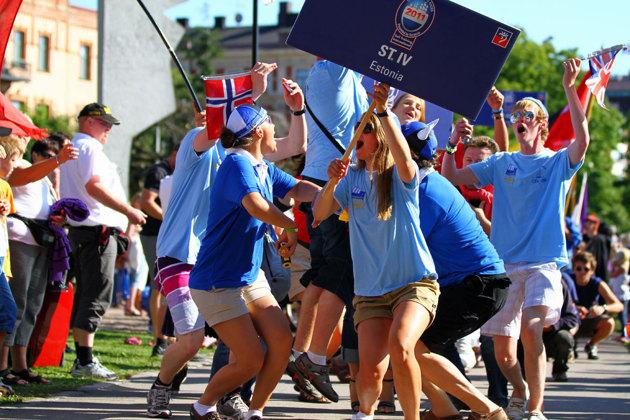 Crew Parade som gick genom stan till Stora Torg.