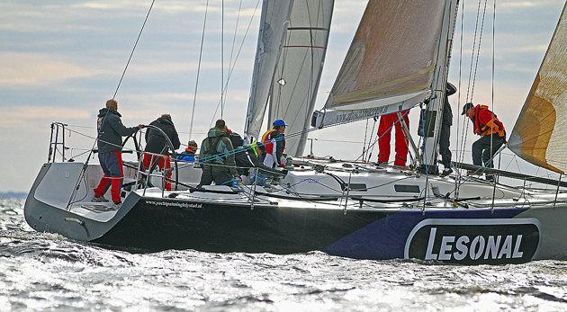 """Stora båtar fyller sökaren i det här fallet en """"Sinergia 40"""""""