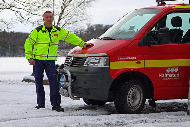 Här är det räddningstjänsten i Simlångsdalen och jag ville ta bilderna nere vid badplatsen och tydligt visa i bilderna att det är räddningstjänsten som gör reklam eftersom målgruppen är äldre människor.