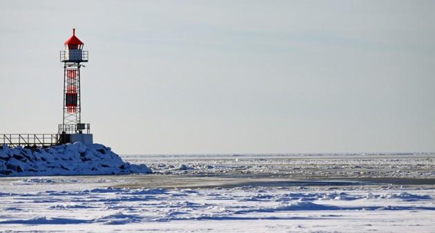 NO kuling och Gennaker...undrar om man skulle kunna segla ut genom isen då??