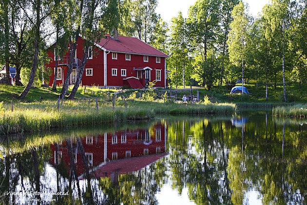 Pensionatet ligger vackert på gränsen in i Småland omringad av sjöar.