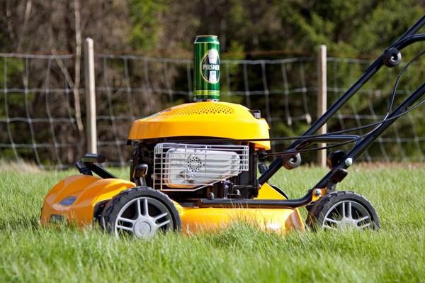Notera belöningen på toppen av maskinen efter 1 tim med den förbannade gräsmattan.