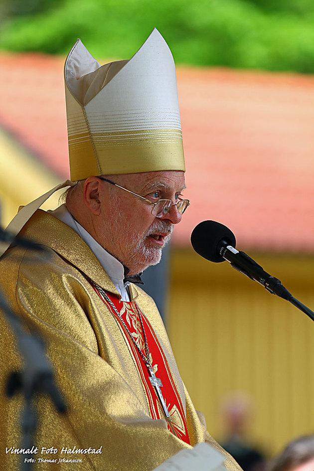 Biskopen höll i det mesta av mässan...