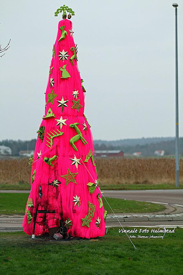 Lite innan jul var jag i Åsa..... måste vara fulaste granen... stod vid en rondell...