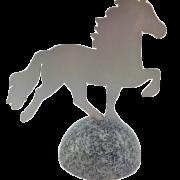 KARLSLUND Häst på grantisten
