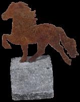 KARLSLUND Islandshäst på granitsten