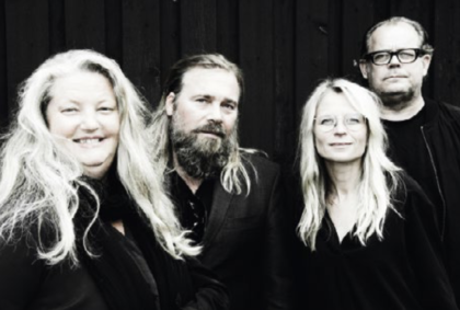 Lotta Fritzdorf, författare (till vänster) till boken Vår tid är nu, tillsammans med sina medförfattare. Foto: Camilla Bondesson