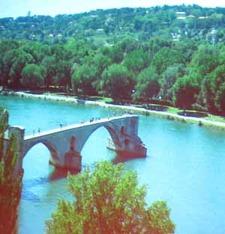 Resterna av Avignons bro, där längtan kunde födas (Rhône).