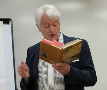 Lars Danielsson läser ur sin bok