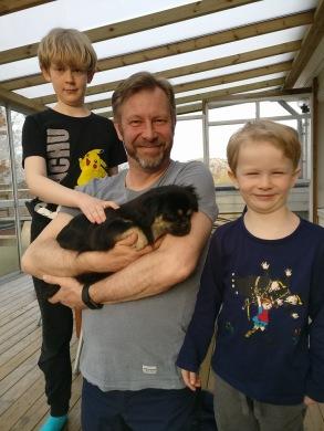 Husse Anders Backensved med lillhussarna och Ellie