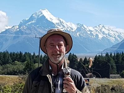Framför Mount Cook på Nya Zeeland