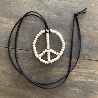 Peace Pärlhänge - Peace pärlhänge trä/svart
