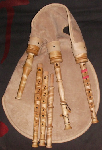 The archetype of my bapipes. Bag in calfskin and piping in swedish birch. In bag chanter in a. On the bag chanter in g and f and a drone extender.
