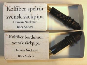 Nya kolfiberrörblad som löser de flesta problemen med vresig säckpipa. Funkar i Börspipa, Leif Erikssonpipa, Jan Nordkvistpipa, Stefan Ekedalpipa och enligt utsago Alban Faustpipa. Pris 800:-/par inkl. frakt.