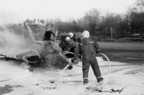 R3 en del av BBS på den gamla tiden genomför släckövning på övningsplatsen på F14