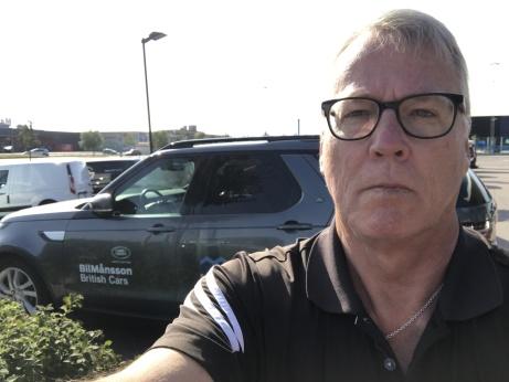 Här står jag framför en Land Rover Discovery som jag var med och hämtade från en utställning i Båstad