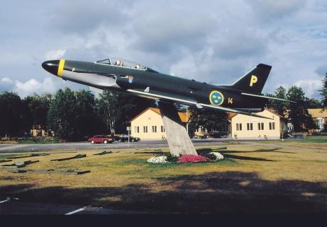 Så här såg A32 ut när den sattes upp 1994. Vårtmål är att göra den lika fin igen och sätta upp den vid infarten till civila flygplatsen så den kan beskådas av alla som passerar till handelsområdet Flygstaden