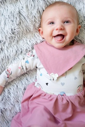 Babyklänning och dregglis