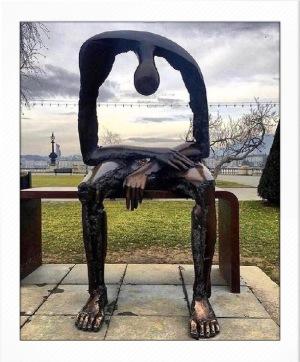 Sculpture called Melancolie made by Albert György beskriver starkt det tomrum döden lämnar efter sig hos alla de som saknar.