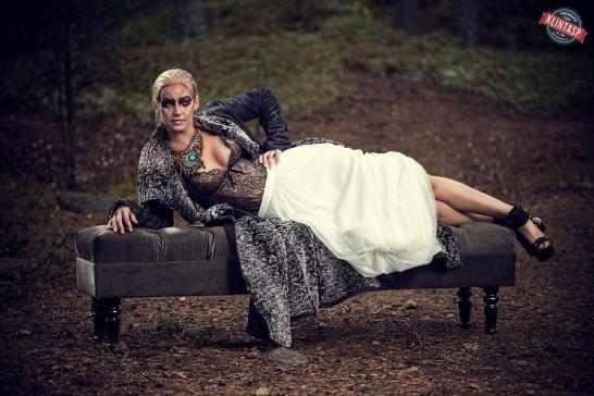 """Modellen Cecilia på en 160cm bänk i färgen """"col 40"""""""