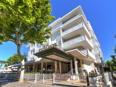 Hotel Excelsior Cervia 12 maj - 09 juni - Hotel Excelsior del i dubbelrum inklusive frukost greenfee och transfer - person