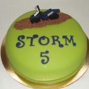 Storm 5år, Cross