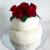 Bröllopstårta 2 våningar, färska rosor