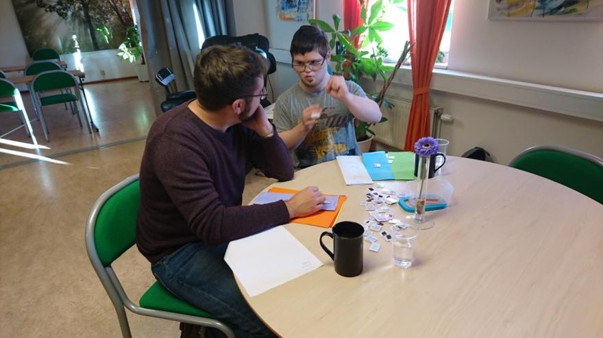 En av Lilas medlemmar planerar terminens aktiviteter.