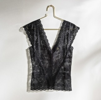 DAILY ELEGANCE Laos Top Black - Laos Top Black S/M