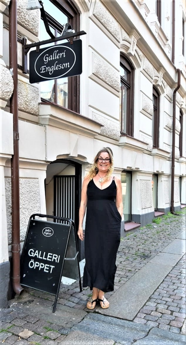 The Artist and Lecturer herself outside Art Gallery Engleson in Gothenburg, Sweden 9/6, 2019
