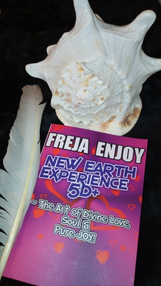 Freja Enjoy´s Book: NEW EARTH EXPERIENCE 5D+ ~ The Art Of Divine Love, Soul & Pure JOY! ~ Freja´s Swan Feather and Queen Seashell.