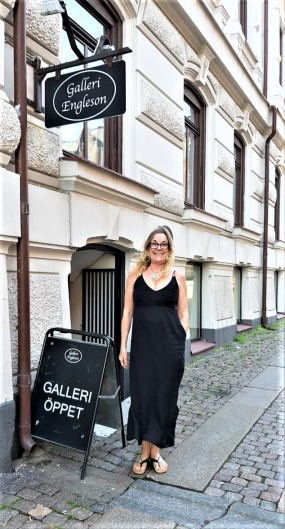 Me outside GALLERI ENGLESON in Gothenburg