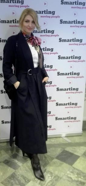 Vackra och talangfulla modedesignern Amelia Ursache kom på vårt Business Bubbel i snygg egendesignad kappa.