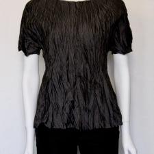 Maria Sjödin | NOIR – Krinklad Siden T-shirt