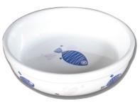 Matskål i keramik med blå fiskar och rosa hjärtan